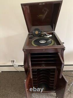 1906 Victrola Record Player