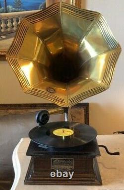 Antique Original Victrola record player VV1-90