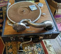 Antique Portable RCA Victrola Front Crank Suitcase PHONOGRAPH Record Player rare