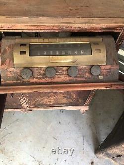 Antique RCA Victor Victrola Radio/Record Player Cabinet