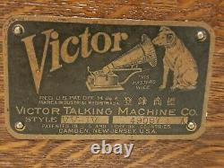 Antique Working 1912 VICTOR VV-IV Hand Crank Victrola Record Player Phonograph