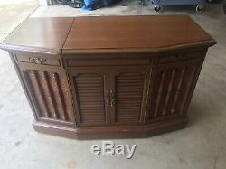 Record Player-Console-RCA Victor/Victrola Model VMT33-L