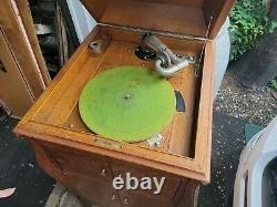 VICTOR VICTROLA PHONOGRAPH VV-100, Antique Record Player, Good Clean, Working