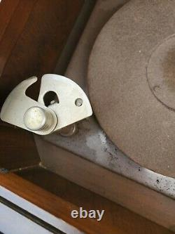 VINTAGE VICTROLA Phonograph PLAYER. Untested
