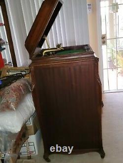 Victor Mahogany Antique Victrola Record Player c. 1914 Model VV-XVI Works
