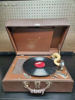 Victor Victrola Portable Hand Crank Record Player Tested/Working Read Descri
