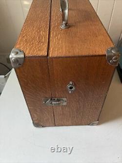 Victor/Victrola Talking Machine Company VV-50 Portable Record Player USA