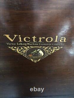 Victor Victrola Talking Machine Disc Phonograph VV 1-70 Hand Crank Record Player