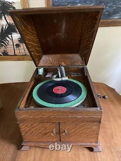 Victor Victrola Talking Machine Disc Phonograph VV-IX Hand Cranking Player. Rare