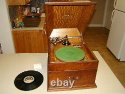 Victor Victrola Talking Machine Disc Phonograph VV-VIII Hand Crank Record Player