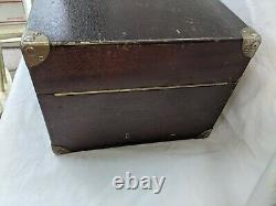 Victor Victrola VV-50 Portable Phonograph Hand Crank Record Player #26378 1922