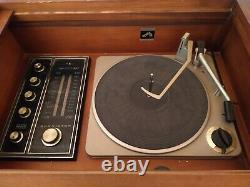 Victrola RCA Victor New Vista Vintage Console Record Player (works)