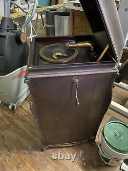 Victrola Victor Talking Machine Phonograph Wind Up Record Player VV-XIV-157700
