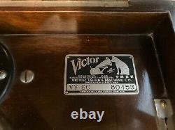 Victrola record player antique 1921 VV90