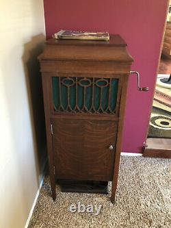 Victrola record player antique Brunswick In Working Condition