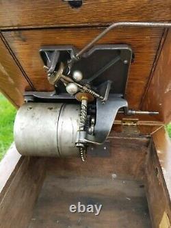 Vintage Antique Victor V 5 Phonograph Music Player Victrola Wood Spear Tip Horn
