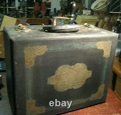 Vintage Columbia Harmony Portable No. 2 Phonograph Record Player Victrola