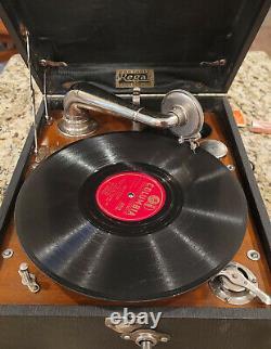 Vintage Regal Portable Phonograph Record Player Works Wind Up Crank Victrola
