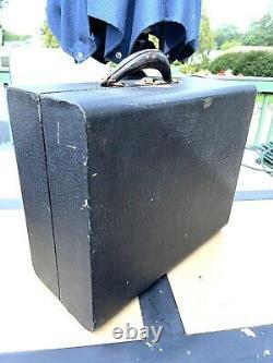 Vintage Victrola Phonograph Model 02 Black Suitcase Portable Crank Record Player